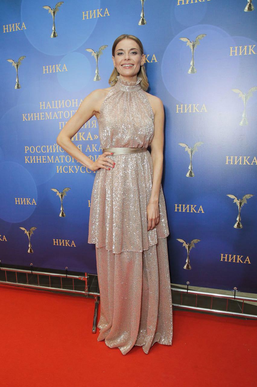 Любовь Толкалина в платье A LA RUSSE на премии Ника