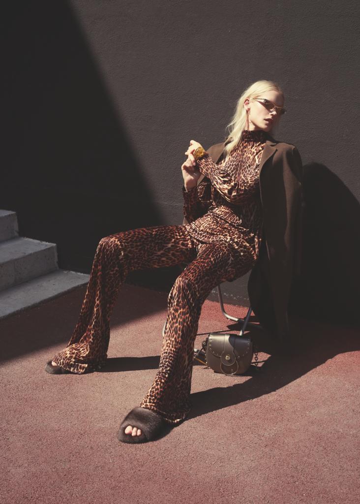 Шелковые топ и брюки A LA RUSSE в съемке для журнала GLAMOUR