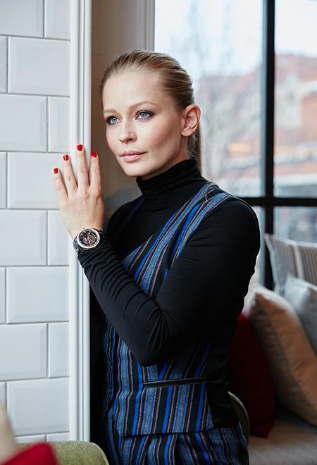 Актриса Юлия Пересильд в костюме A LA RUSSE на кулинарном мастер-классе Rado