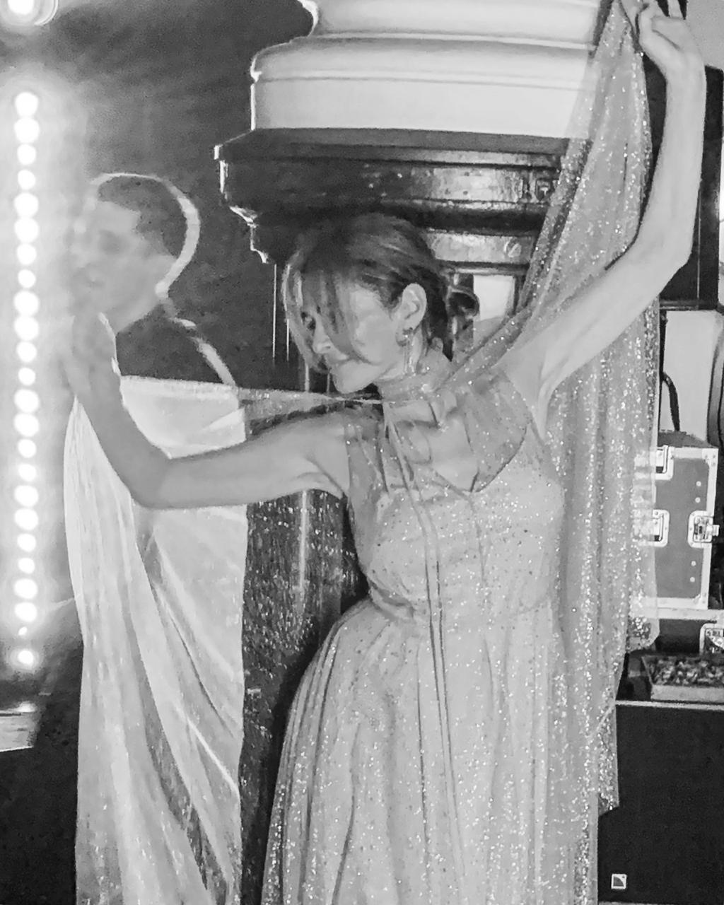 Актриса  Оксана Фандера в платье A LA RUSSE by Anastasia Romantsova из коллекции FW19