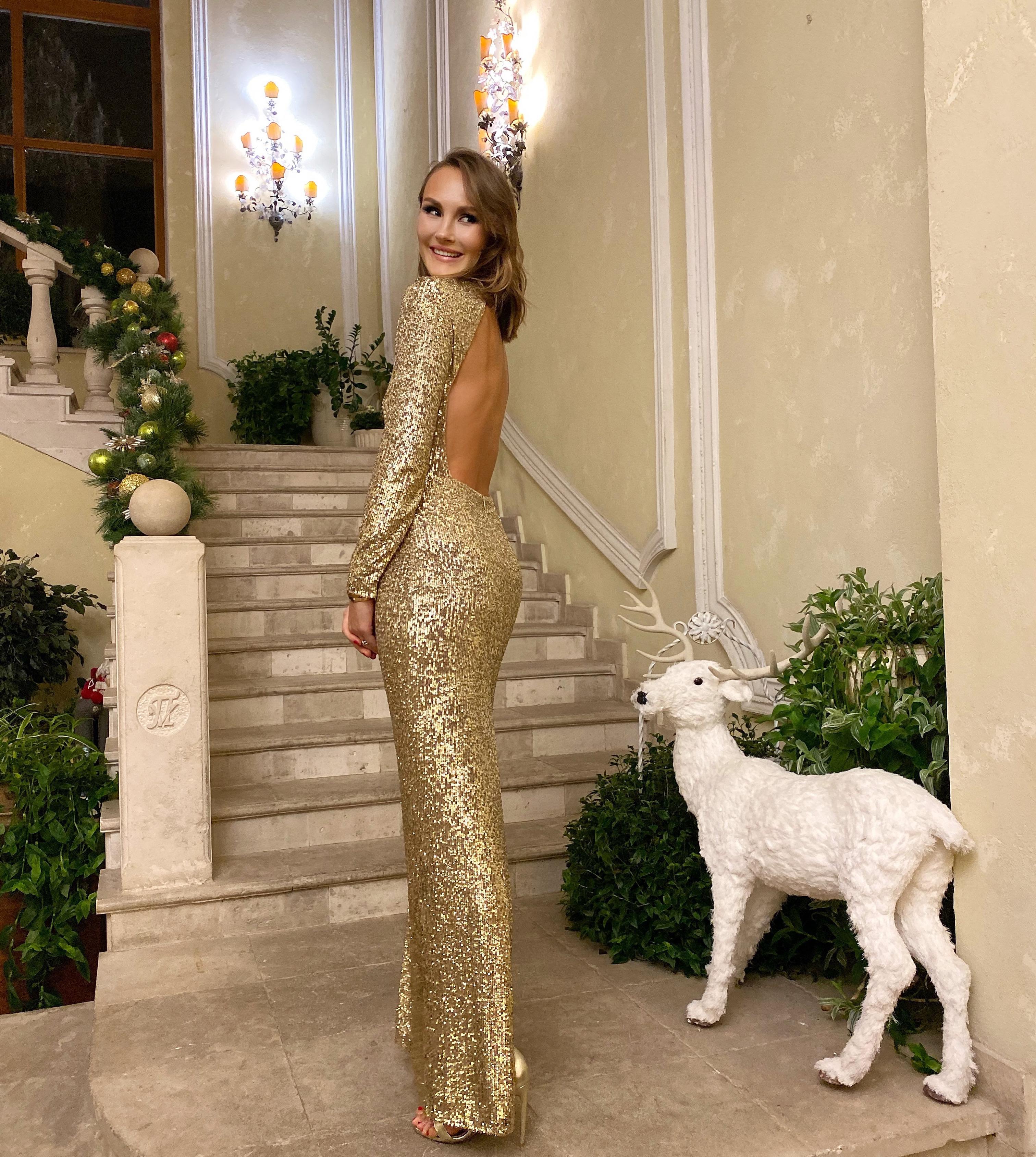 Маргарита Лиева в платье A LA RUSSE by Anastasia Romantsova из коллекции FW19 на благотворительном аукционе Action